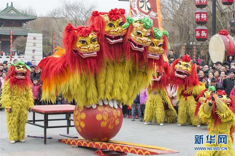 Tại thành phố Đài Nhi Trang, ngoài hoạt động múa lân - sư - rồng còn có nhiều hoạt động dân gian khác để chào đón năm mới.
