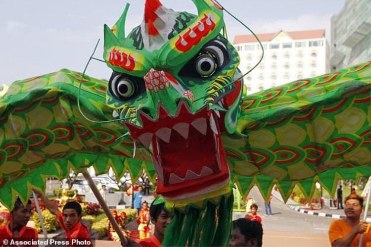Màn múa rồng ở Phnom Penh, Campuchia.