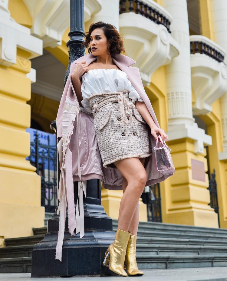 Rất hiếm khi nhìn thấy Phương Mai với các trang phục màu hồng nhã nhặn như thế này.