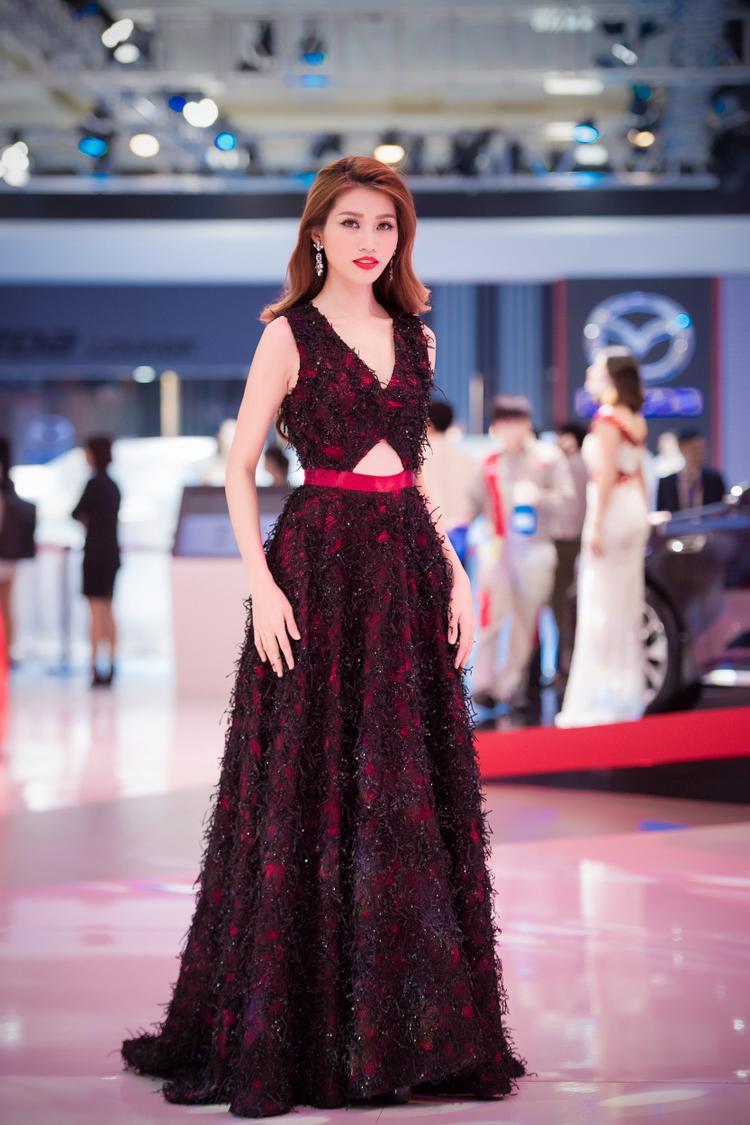 Tuy nhiên có đôi lần trang phục của Quỳnh Châu chưa thực sự phù hợp và tôn vinh hết vẻ đẹp hình thể của cô.