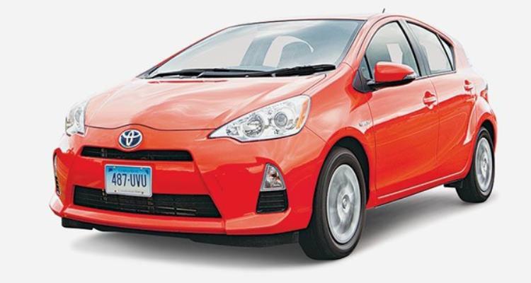 So với Prius C Three, Toyota Prius C Two có mức độ tiêu thụ nhiên liệu lớn hơn (43 mpg) trong khi đó tiếng động vọng vào cabin xe cũng lớn hơn trong khi đó hệ thống phanh cũng chậm hơn. Dẫu sao đây cũng là một thành tích không tồi.