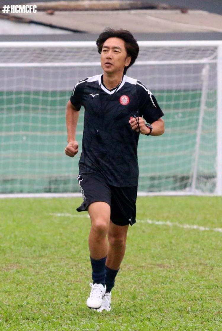 HLV Miura tập luyện vào chiều mùng 5 Tết.