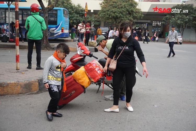 Hầu hết hành khách đều không chọn dịch vụ xe ôm mà muốn vẫy taxi để tiện di chuyển.