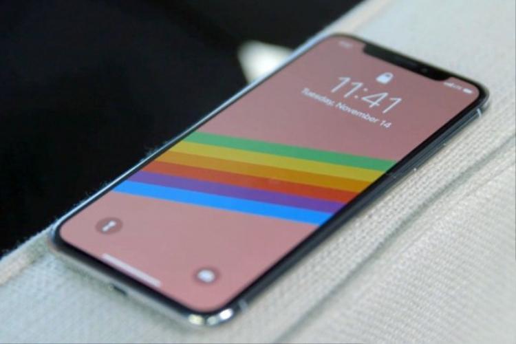 Ế ẩm, Apple được cho là đã cắt giảm lượng iPhone X dự định xuất xưởng trong quý I năm nay xuống chỉ còn một nửa so với kế hoạch ban đầu. iPhone X cũng sẽ sớm bị khai tử vào giữa năm để nhường nguồn lực cho model mới.