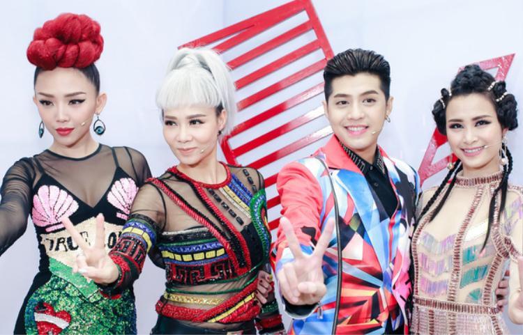 Ngoài Thu Minh, Giọng hát Việt mùa 4 chứng kiến sự xuất hiện của những tên tuổi huấn luyện viên trẻ trung, mới toanh.
