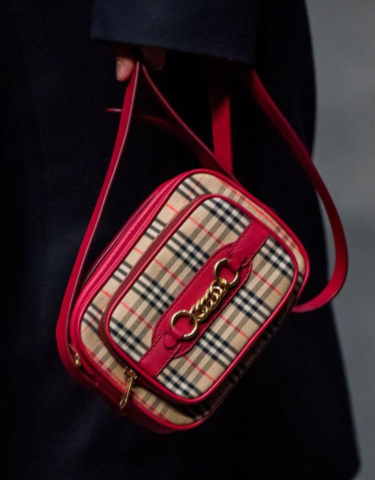 Loạt túi xách tại London Fashion Week hứa hẹn sẽ gây sốt đầu năm 2018