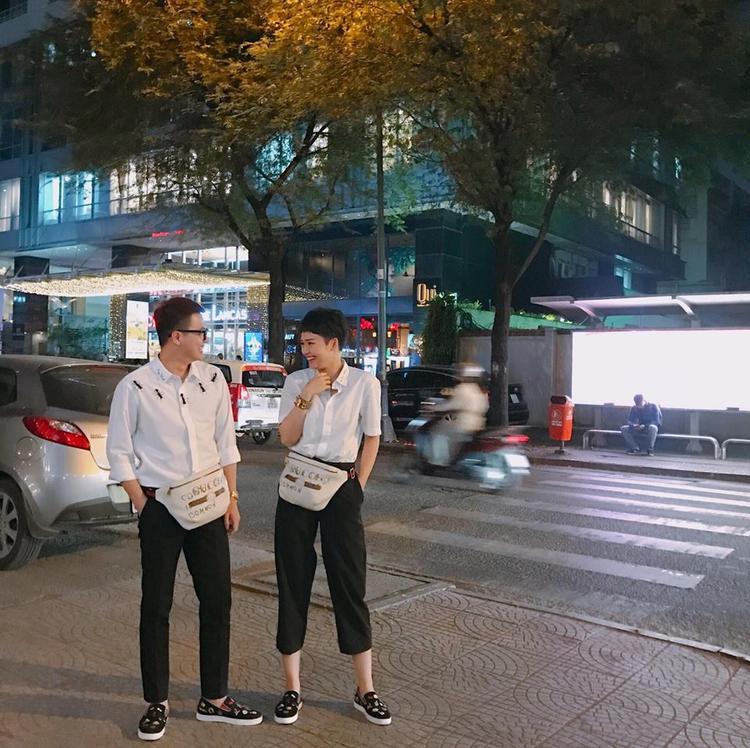 Với cách diện đồ giống nhau, mỗi khi bước xuống phố, ai cũng dễ dàng nhận ra sự thân thiết giữa Miu Lê và Duy Khánh.