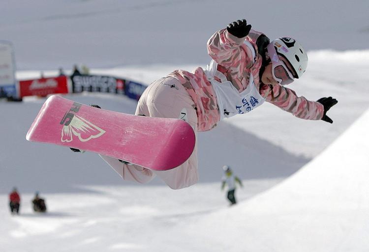 Cận cảnh màn trượt tuyết giành HCV của nữ diễn viên phim người lớn Nhật gây bão mạng