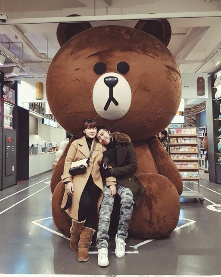 Only C cùng vợ mừng năm mới tại Hàn Quốc. Nam nghệ sĩ cũng vừa đón sinh nhật ý nghĩa ngày 20/2 vừa qua.