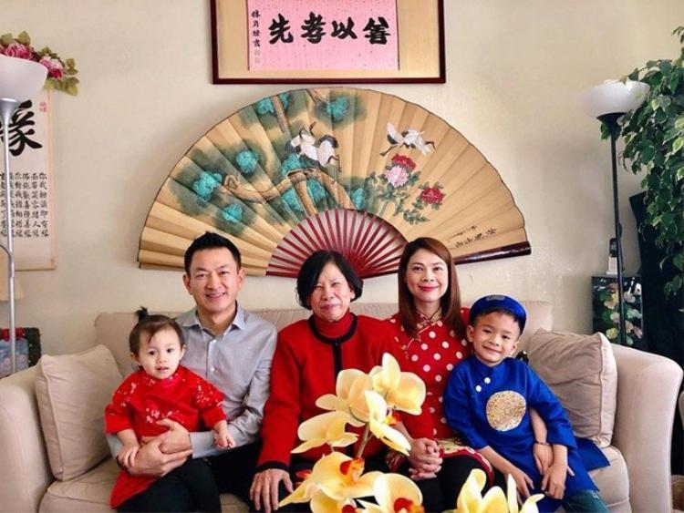 Thanh Thảo hạnh phúc bên gia đình đón Tết truyền thống tại xứ cờ hoa.