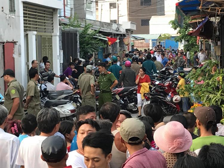 Người dân xung quanh chưa hết bàng hoàng trước 5 người chết trong một gia đình.