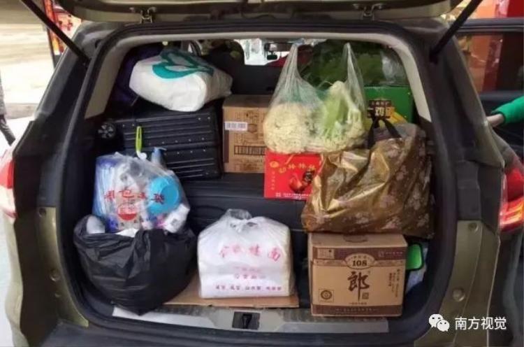 Trung Quốc: Từ quốc lộ tới điểm lễ hội, đâu đâu cũng tắc nghẽn, ken đặc người