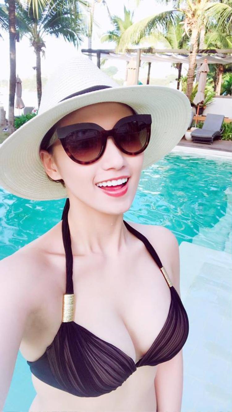 Vừa kết thúc kì nghỉ Tết Nguyên Đán, diễn viên Lã Thanh Huyền bắt đầu chuyến du lịch tại Thái Lan. Trong những hình ảnh tung ra mới đây nhất, cô xuất hiện trong trang phục bikini vóc dáng chuẩn mực cùng vòng một đẫy đà.
