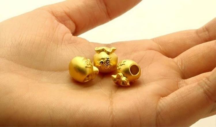 Nhiều người tin mua vàng cúng thần Tài thì cả năm sẽ gặp nhiều may mắn.