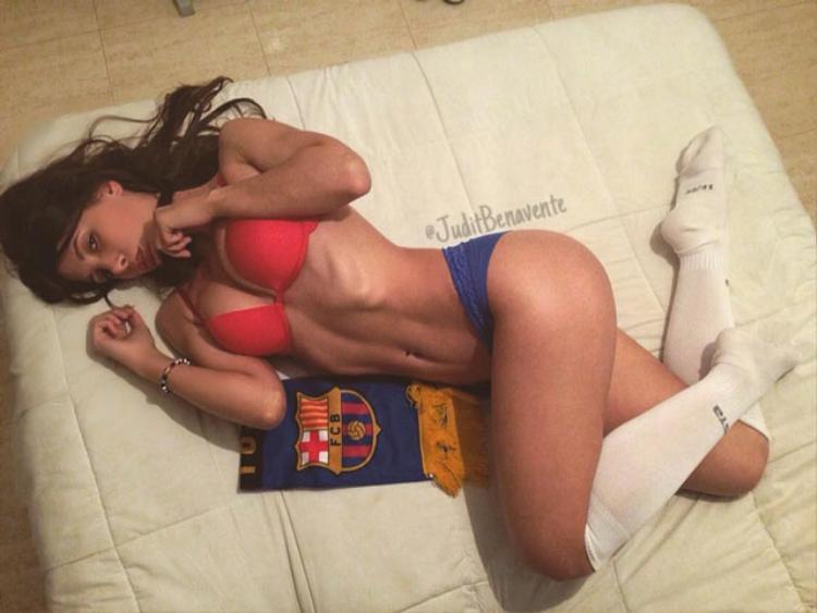 No mắt với đường cong của siêu mẫu mê Barca
