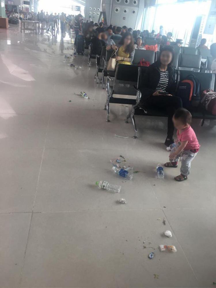 Cảnh tượng ở sân bay Vinh.