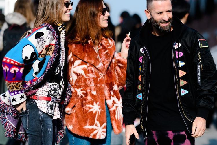 Street style đầy màu sắc của các tín đồ thời trang tại Milan Fashion Week Fall 2018