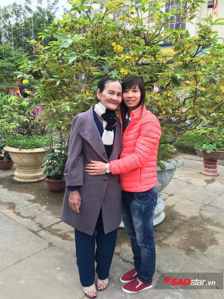 Thùy Trang mong ước mẹ luôn khỏe mạnh.