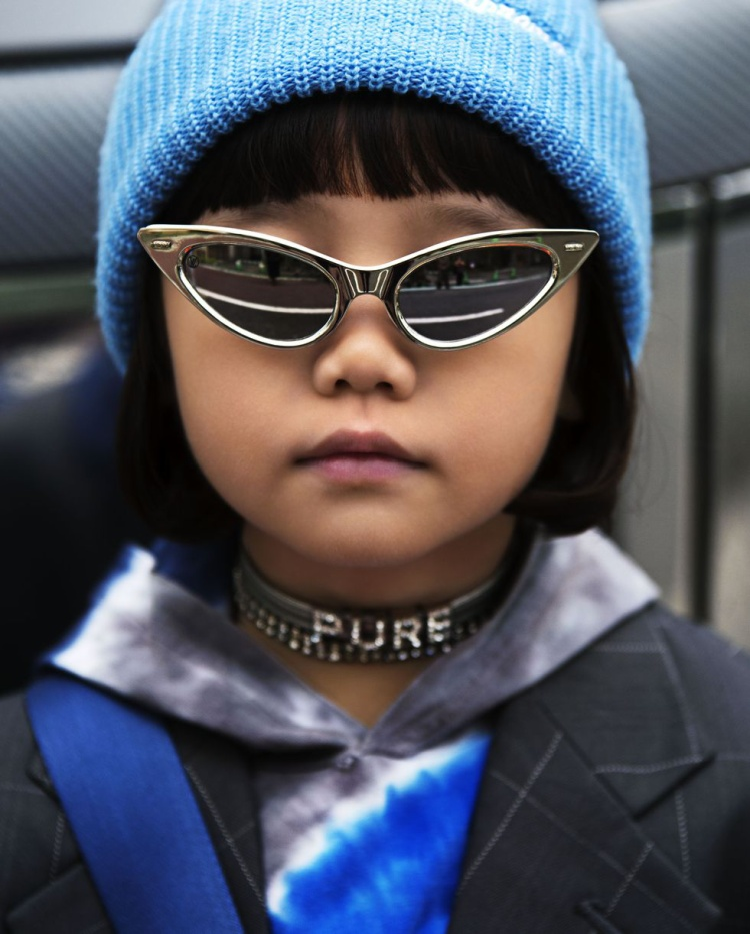 Kính mắt siêu nhân của Louis Vuitton khiến cho cô bé trendy hơn bao giờ hết.