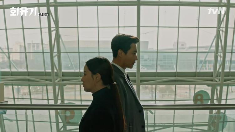 Dự cảm chẳng lành của Jin Sun Mi khi gặp gỡ giáo sư đang bị Asanyeo lôi kéo - Kang Dae Sung.