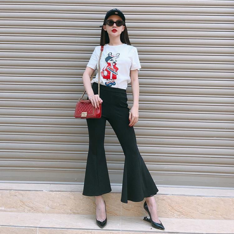 Hot girl Kelly sang chảnh với túi xách Chanel, giày YSL và mắt kính Gentle Monster.