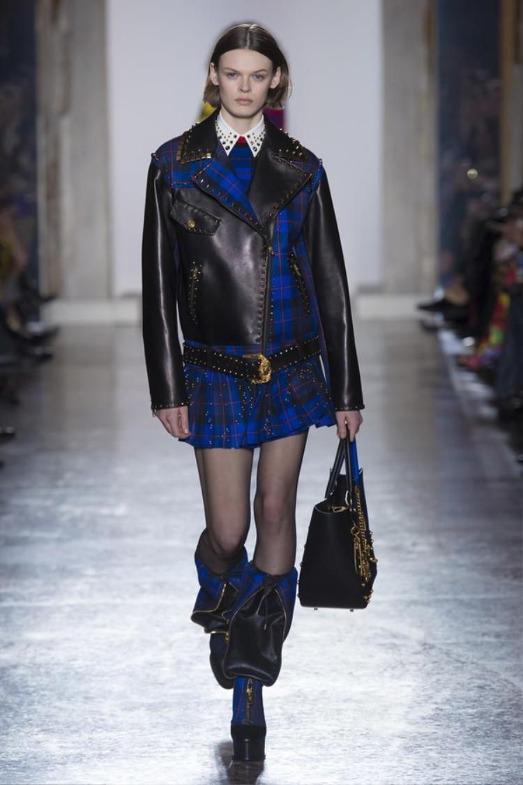 Họa tiết ca rô, áo jacket da vai trễ với phom dáng rộng rãi kết hợp cùng chân váy xếp pli là những nét đặc trưng của thập niên 80.