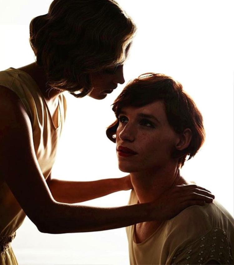 """Eddie Redmayne được đề cử Oscar Nam diễn viên chính xuất sắc nhất và Alicia Vikander được đề cử nữ diễn viên phụ xuất sắc nhất nhờ vai diễn của họ trong """"Cô gái Đan Mạch""""."""