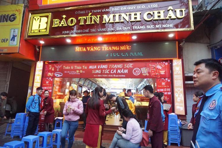 Đại diện tiệm vàng Bảo Tín Minh Châu cho biết, các cơ sở Bảo Tín Minh Châu chất lượng, số lượng vàng đều như nhau nên người dân hoàn toàn yên tâm.