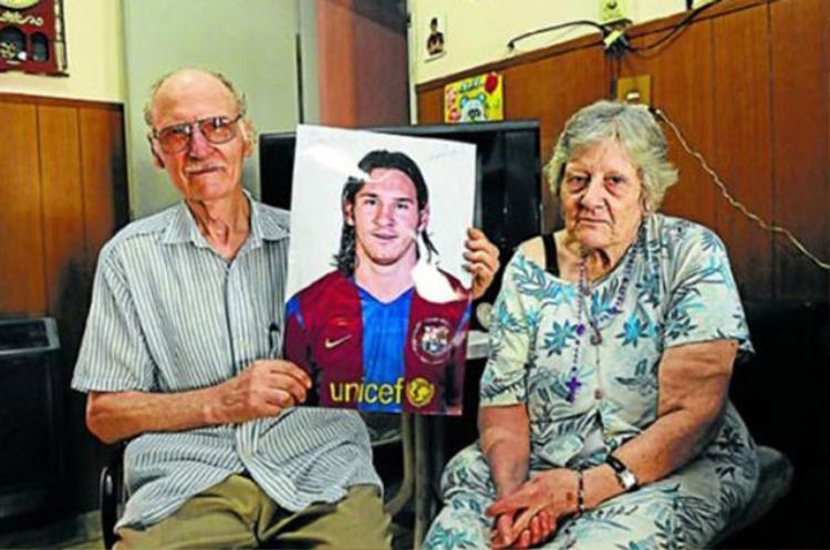 Ông ngoại Messi (trái).