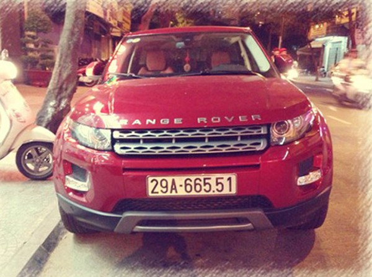 Tuấn Hưng còn được cho là từng có một chiếc Range Rover màu đỏ.