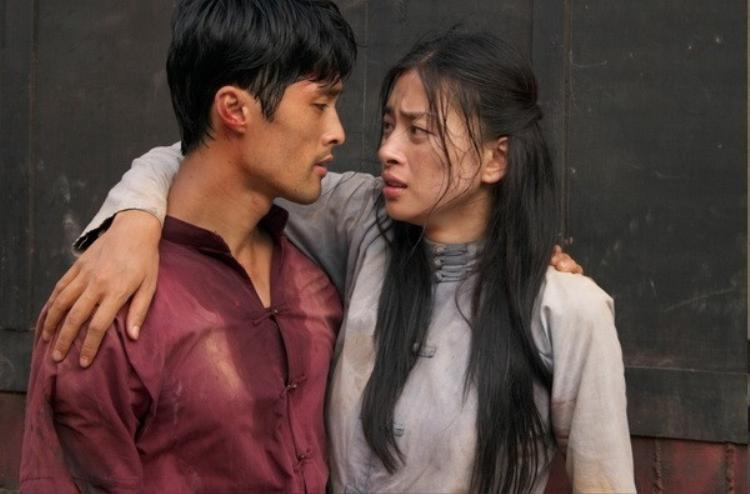 Johnny Trí Nguyễn và Ngô Thanh Vân trong Dòng máu anh hùng.