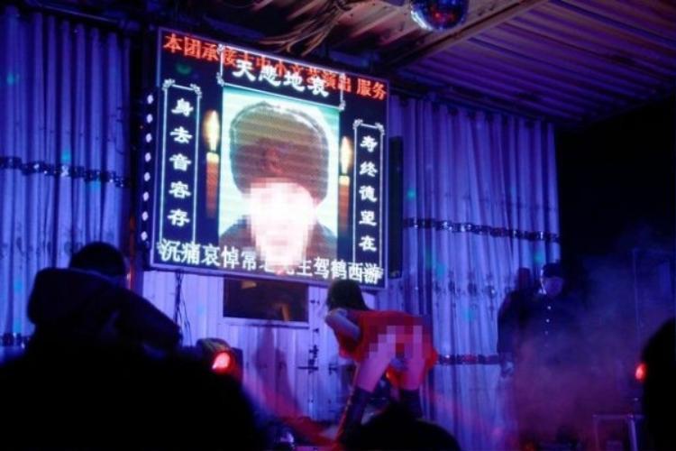 Trung Quốc đang ra sức tẩy chay những màn biểu diễn phản cảm trong đám tang. Ảnh: BBC