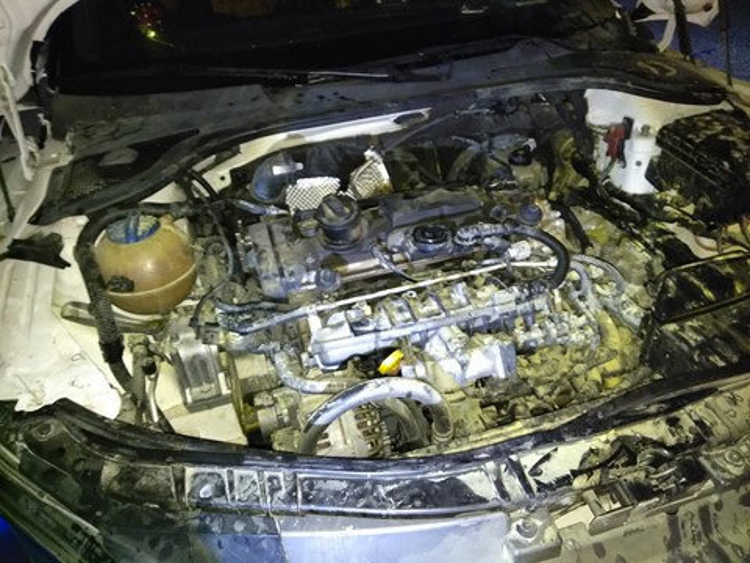 Nhận định ban đầu có thể xe bị chập điện nên phát hỏa. Ảnh: Thanh niên.