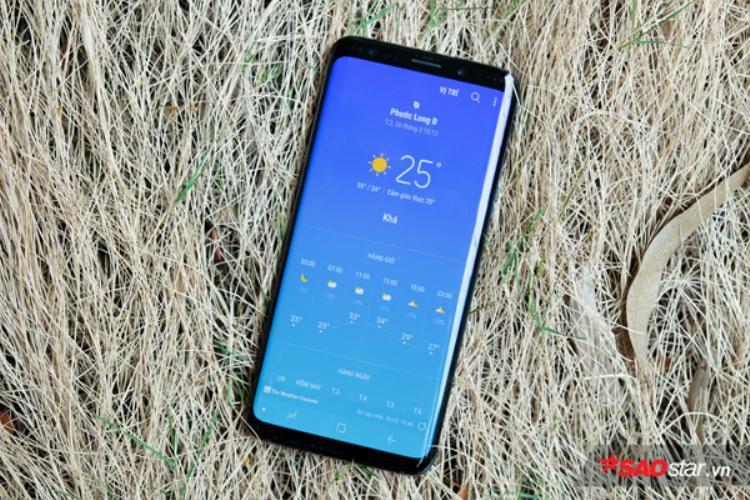 Suốt vài năm trở lại đây, Samsung làm tốt vấn đề trang bị cho smartphone một camera chất lượng tốt nhưng không bị lồi lên nhiều so với thân máy.