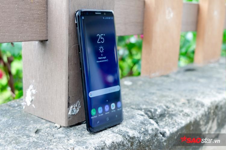Galaxy S9 và S9 Plus sử dụng cổng kết nối USB Type-C, cũng có thể thấy jack cắm tai nghe 3,5 mm vẫn được trang bị trên chiếc điện thoại này.