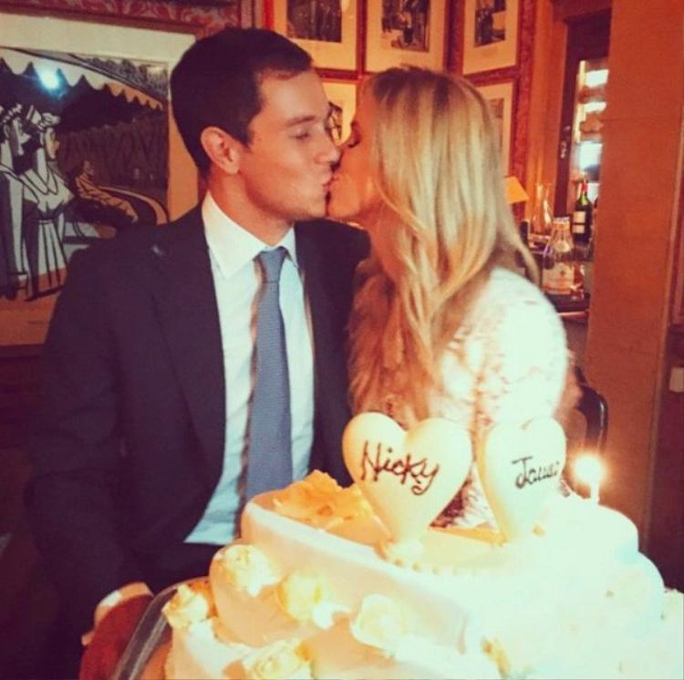 Không chỉ giàu có, ông xã của Nicky còn là một người rất lãng mạn. Cặp đôi vừa đón bé gái thứ 2 cách đây không lâu.