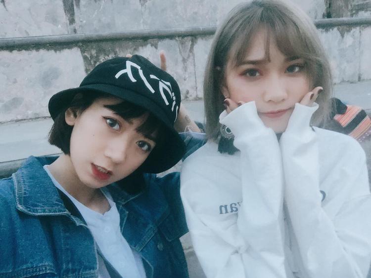 Chơi thân với nhau 7 năm trời, hai cô gái sở hữu ngoại hình như chị em song sinh