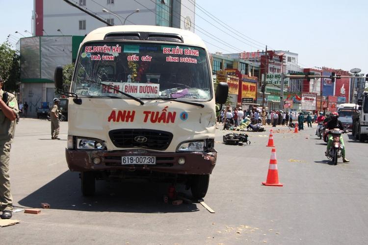 Xe khách gây tai nạn.