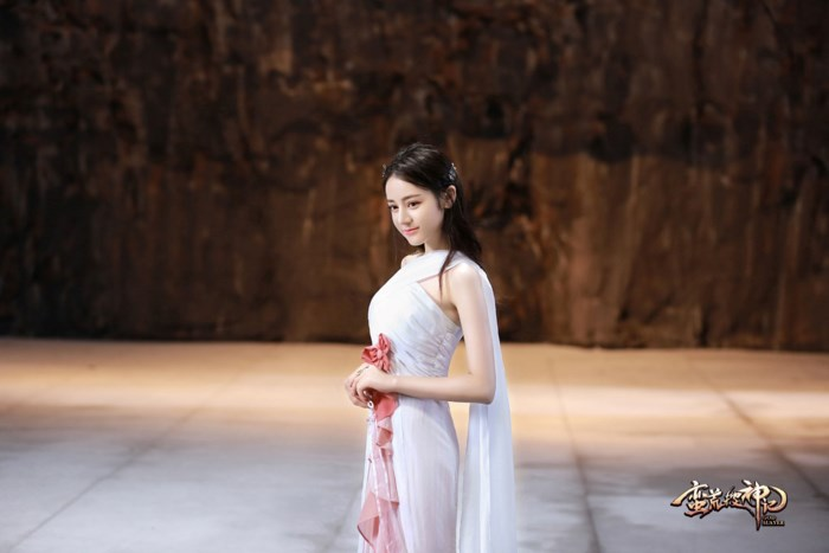 """Hình ảnh Hằng Nga Địch Lệ Nhiệt Ba vạn phần xinh đẹp trong """"Nhật nguyệt truyền kỳ""""."""