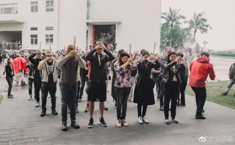 Lễ khai máy đã được tổ chức tại Hải Khẩu với sự góp mặt của nam chính Đậu Kiêu.