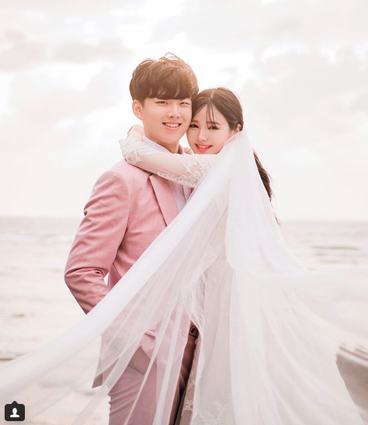 Ảnh cưới của họ được chụp theo nhiều phong cách, và bộ nào cũng siêu lãng mạn, dễ thương