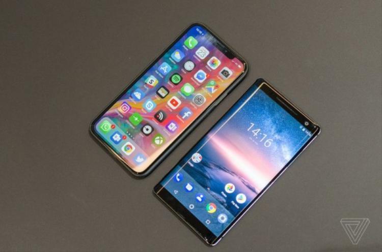 Đọ dáng cùng iPhone X.