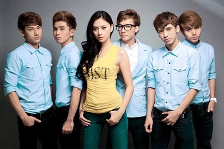 """Năm 2010, Ngô Thanh Vân giới thiệu nhóm nhạc """"gà cưng"""" 365 đến khán giả và giới truyền thông. Cũng giống như """"bà bầu"""" của mình, các chàng trai đạt được thành công rực rỡ không chỉ ở thị trường trong nước mà còn vươn xa ra quốc tế."""
