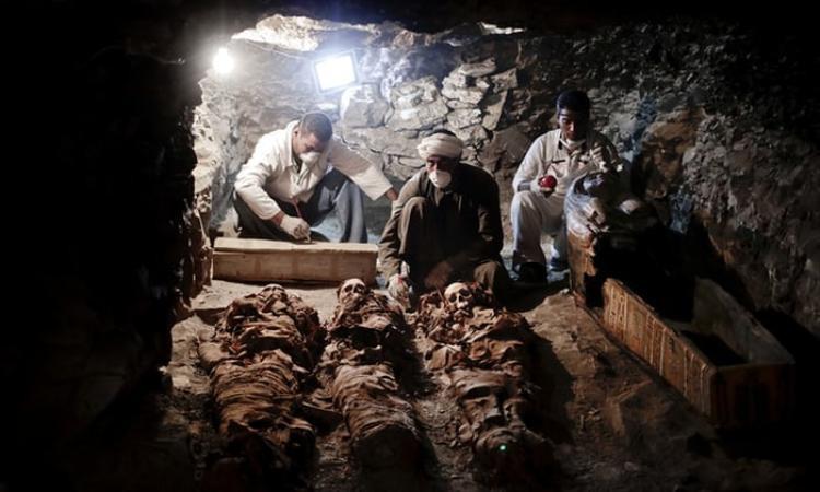 Trước đó, vào năm tháng 9/2017, các nhà khảo cổ cũng khai quật được nhiều báu vật trong một ngôi mộ gần hầm mộ của các Pharaoh. Ngôi mộ cổ nổi tiếng được khai quật vào năm 2017. Ảnh: Theguardian