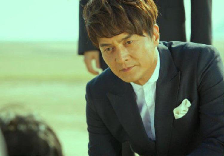Jo Min Ki là người đầu tiên dính cáo buộc quấy rối tình dục và sau đó thì hàng loạt cái tên khác cũng nằm trong danh sách đen.