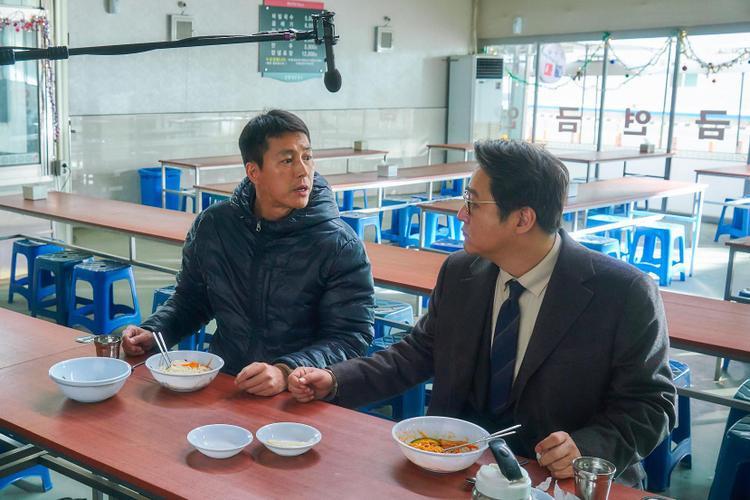 """Phim mới nhất của Kwak Do Won là """"Steel Rain"""" diễn chung với tài tử hàng đầu Jung Woo Sung. Bộ phim cũng có doanh thu phòng vé cao"""