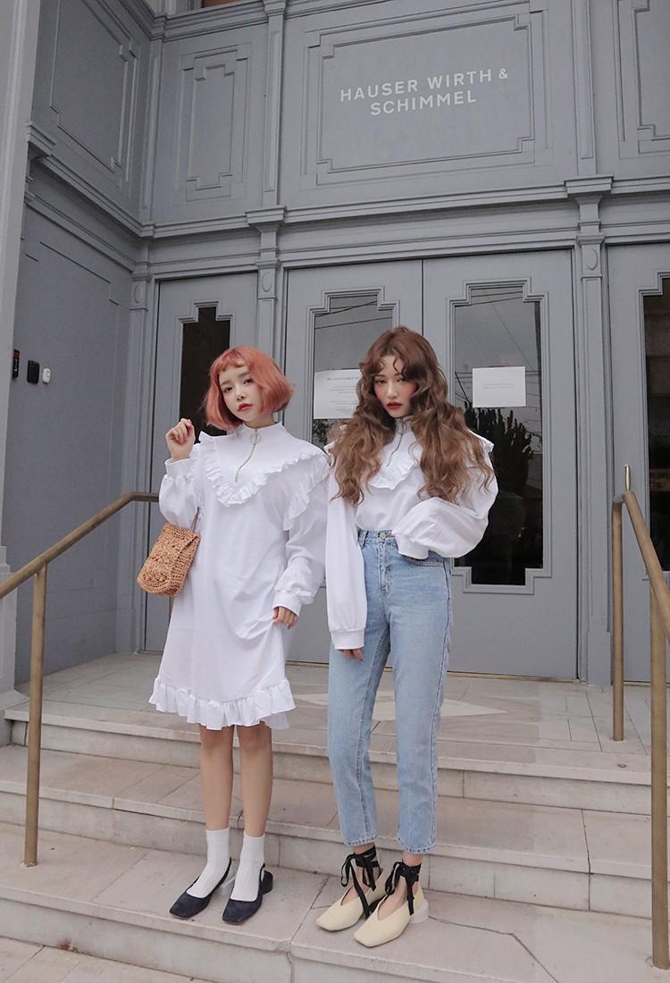 Và kiểu áo sơ tay bồng điểm thêm bèo đang là kiểu áo được các cô nàng Hàn Quốc cực yêu thích.