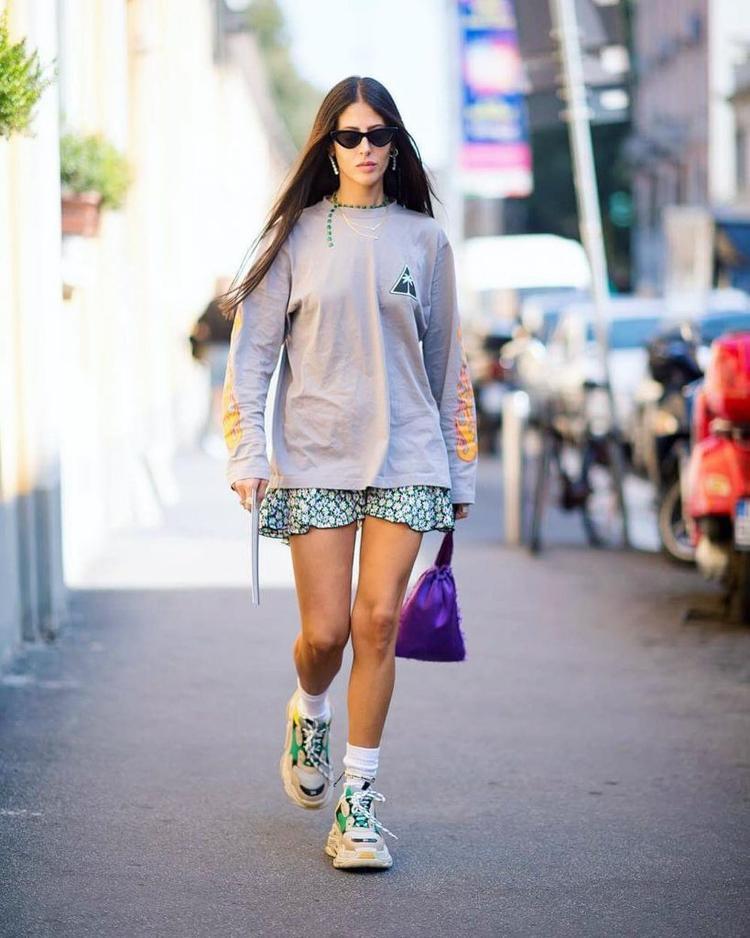 """Thiết kế Triple S từ Balenciaga cũng là """"con cưng"""" của các fashionista."""