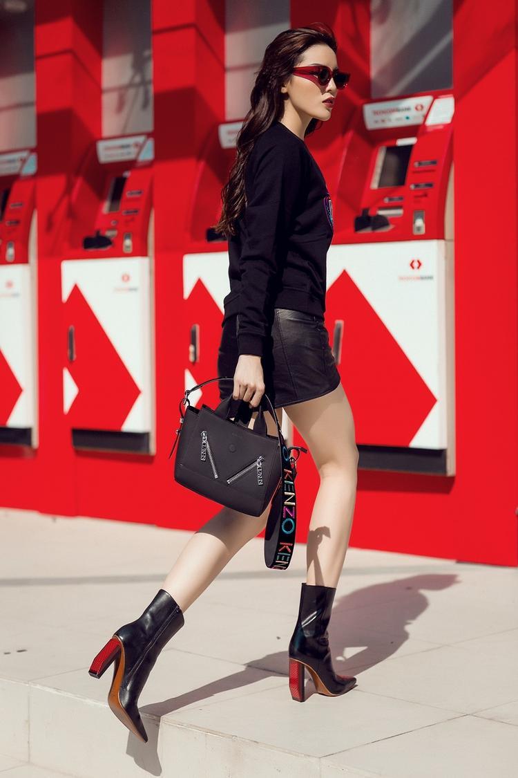 Chân dài sinh năm 1997 được coi là biểu tượng thời trang đường phố của Vbiz, dẫn đầu nhiều trào lưu ăn mặc của giới trẻ. Lợi thế về chiều cao 1,76m cùng việc nhanh nhạy đón đầu các xu hướng thời trang, mang dấu ấn riêng làm cô nàng trở nên cuốn hút trong gu ăn mặc hằng ngày.
