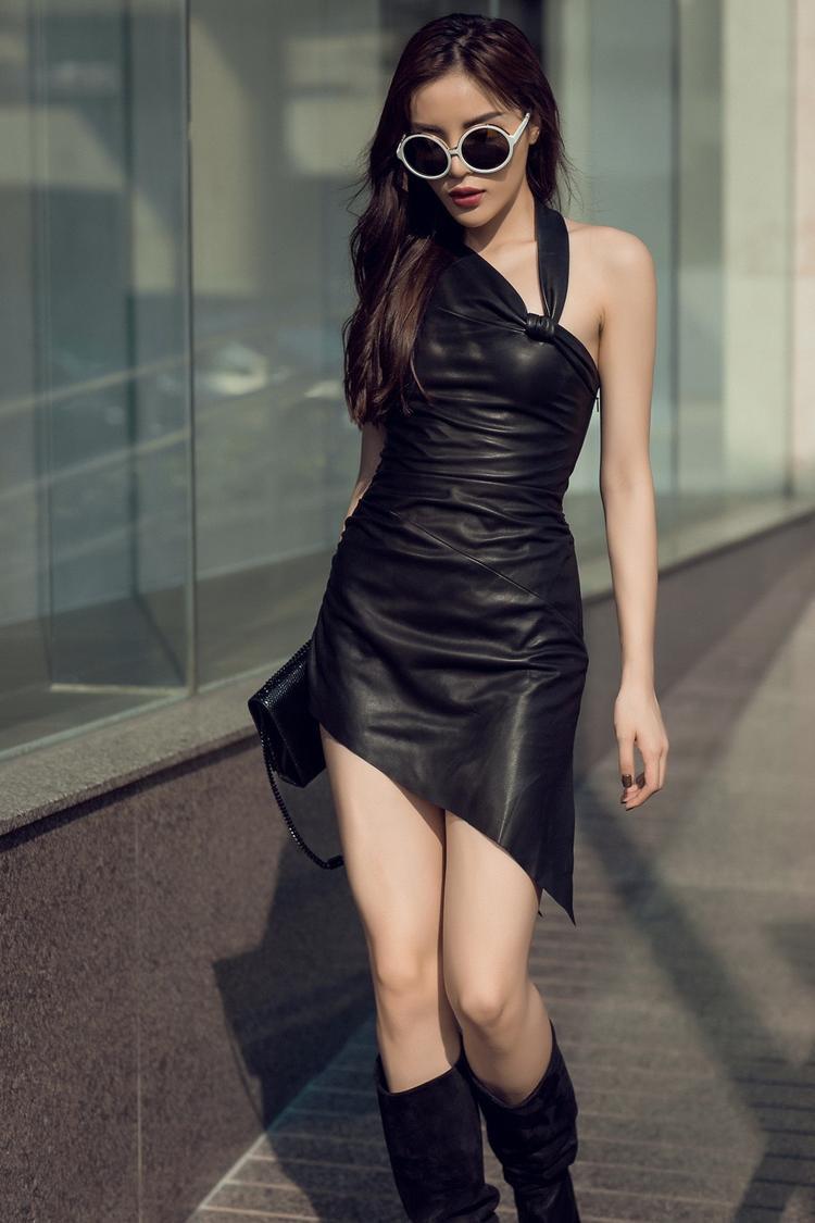 Trong những hình ảnh mới nhất, có lúc Kỳ Duyên lại mạnh mẽ với loạt trang phục của nhà mốt Saint Laurent, có lúc lại cá tính với trang phục màu sắc và ngập tràn họa tiết của Kenzo. Ngoài ra phụ kiện cô còn sử dụng các thương hiệu hot nhất thế giới hiện nay như Balenciaga, Vetements, Celine. Tuy mới gia nhập showbiz nhưng Kỳ Duyên cũng sở hữu mộtsố lượng hàng hiệunhiều không kém sao nữ nào.